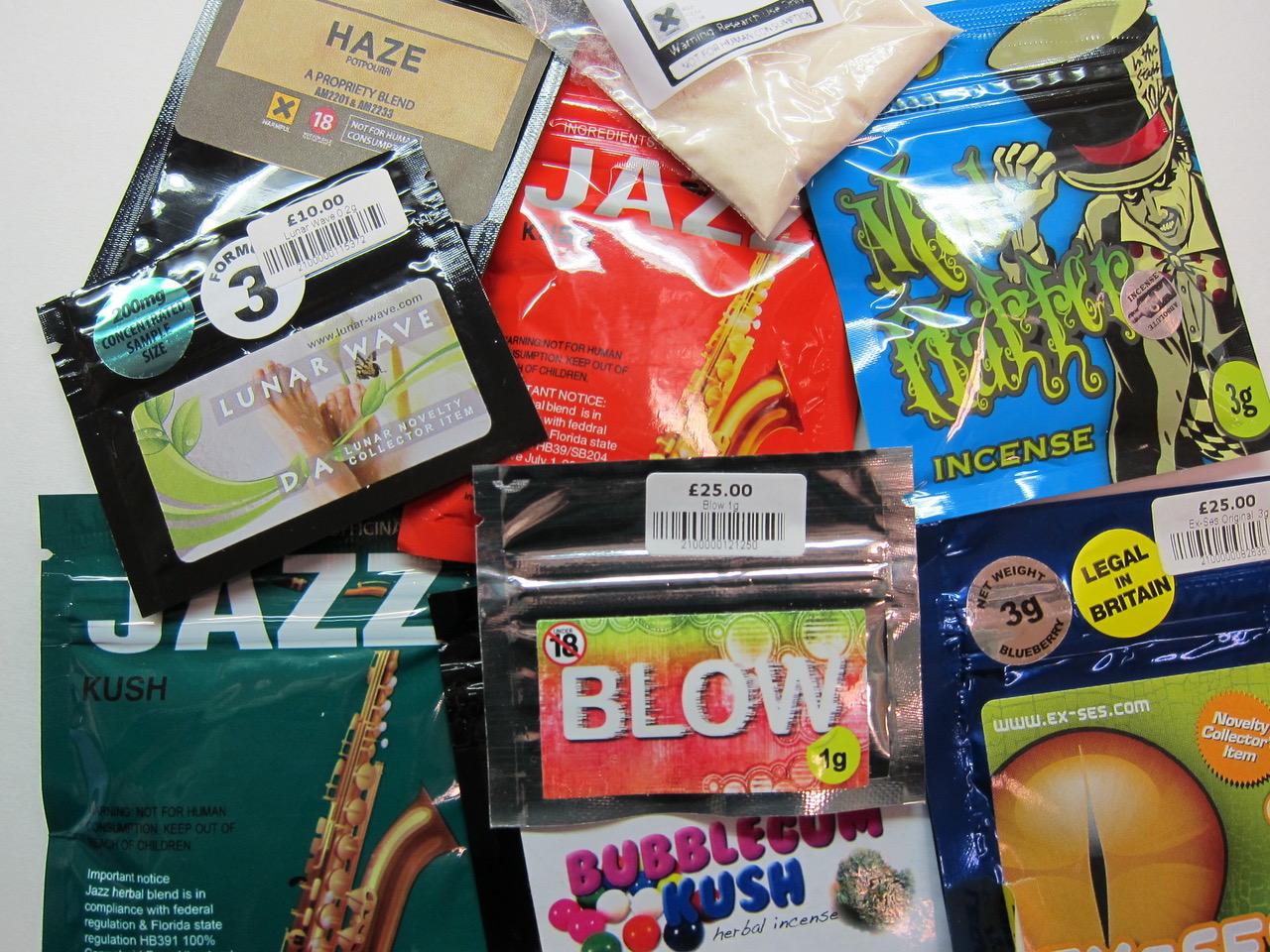 Syntetiske stoffer, til forveksling lik godteri-innpakning.