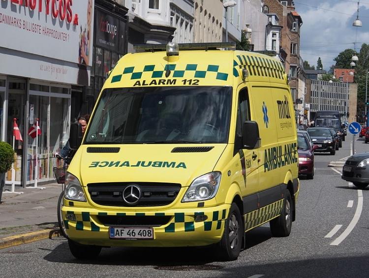 Dansk ambulanse. Illustrasjonsfoto: Alf van Beem, Wikimedia