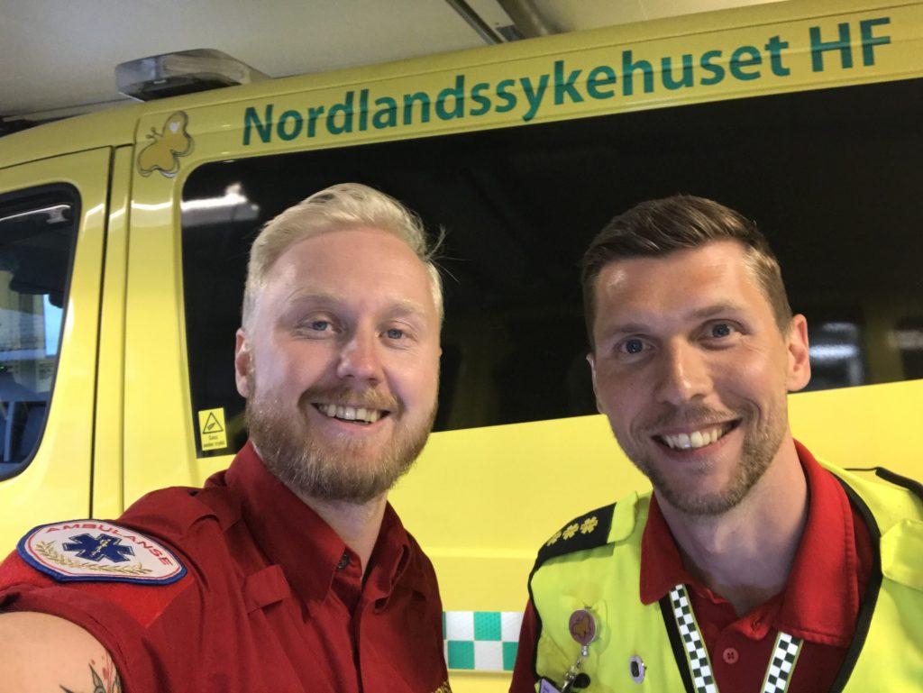 Dani Karlsen, NLSHs ambulansetjeneste til høyre. Foto: Ole Kristian Andreassen.