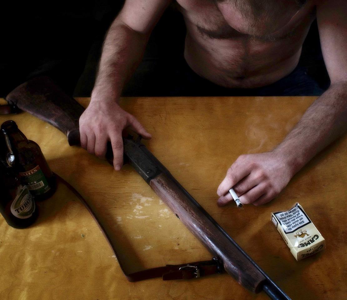 Rus og våpen kan være en dårlig cocktail. Illustrasjonsfoto: Therese B. Kirkesæther