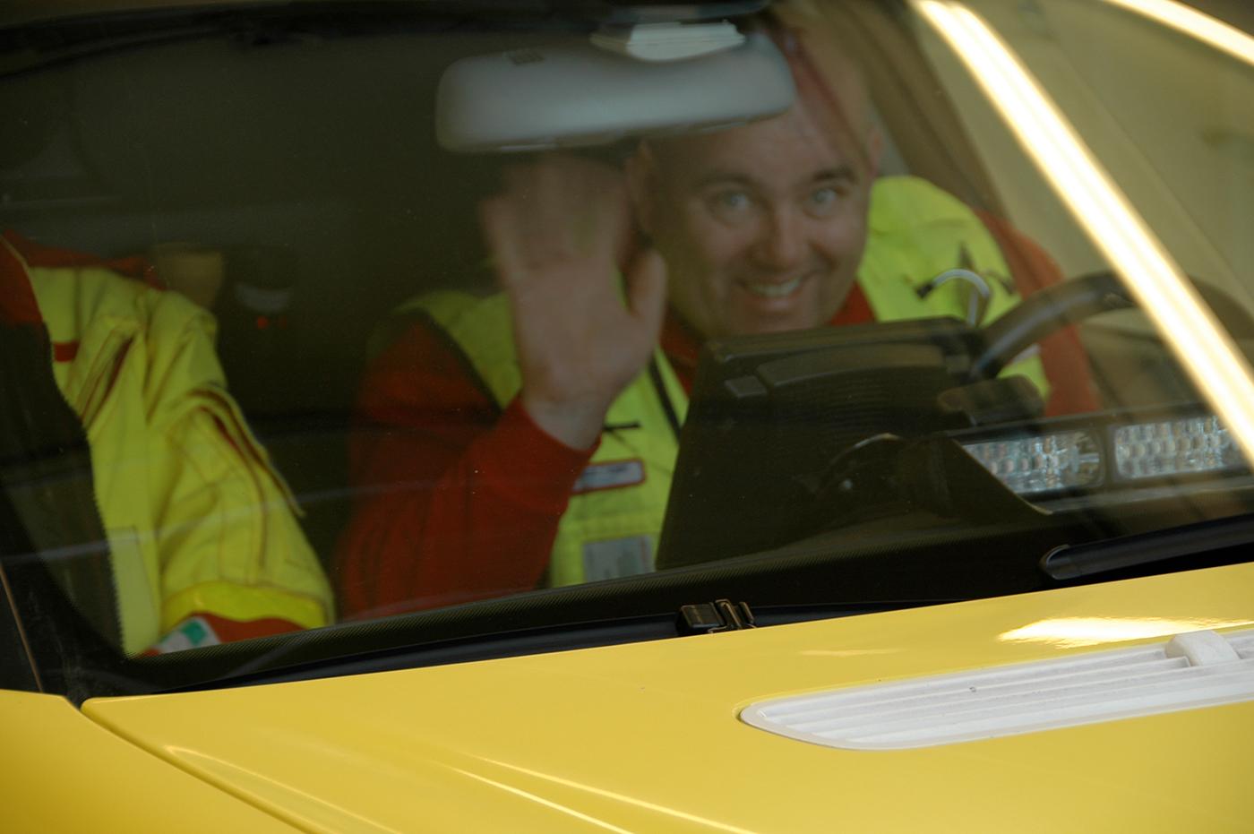 Blid ambulansefører. Illustrasjonfoto: Live Oftedahl