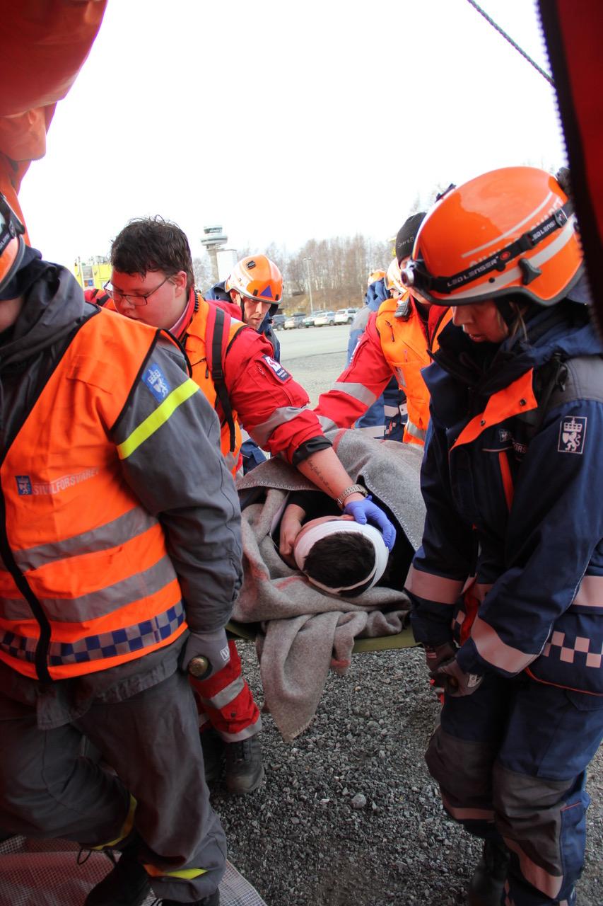 Sivilforsvaret og Røde Kors i aksjon på samvirkekurs. Foto: Live Oftedahl