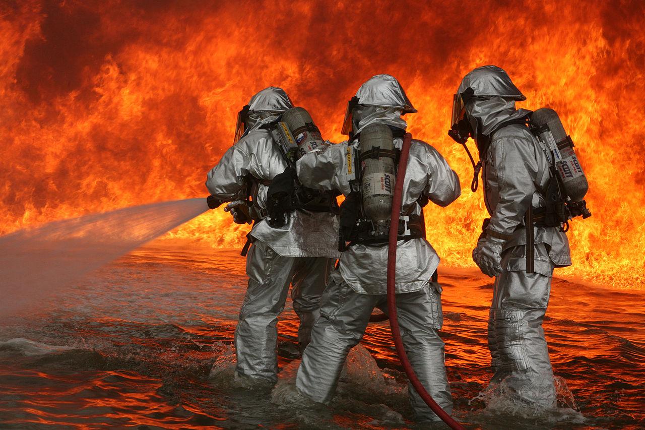 Brann og brannslukking. Illustrasjonsfoto: United States Marine Corps
