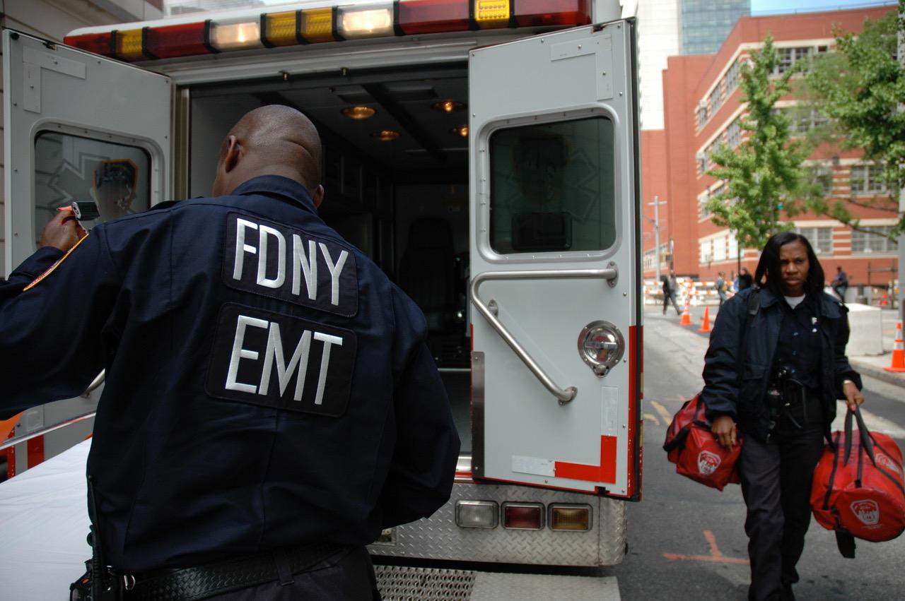 Ambulansearbeidere på oppdrag i New York City. Illustrasjonsfoto: Live Oftedahl