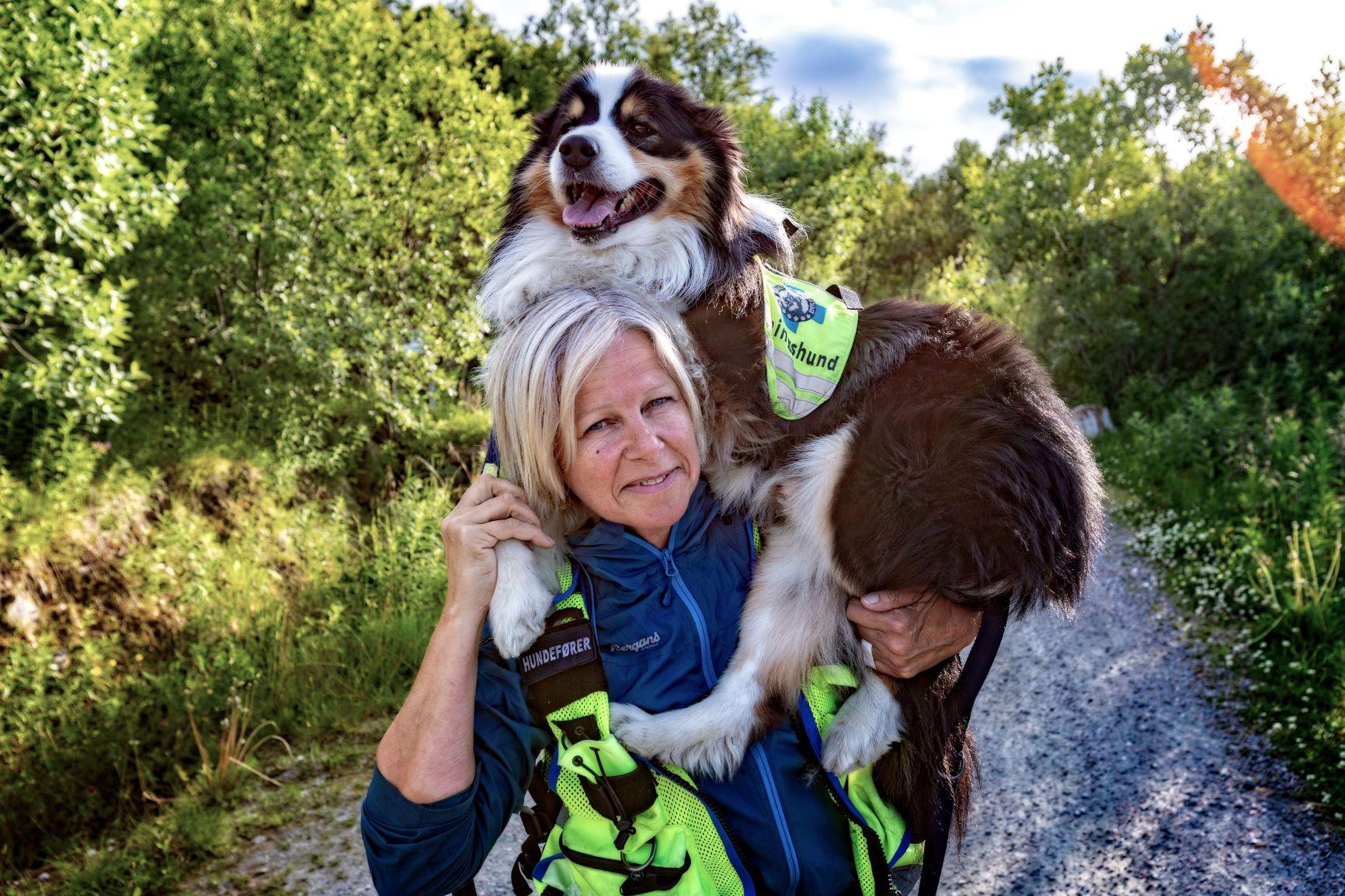 Etter av hjemmevaktene ble avskaffet for Stokmarknes, er hundetrening bare én av mange fritidsaktiviteter Janne Dahl kan gjøre. Hun er aktiv i Norske redningshunder og blir utkalt på aksjoner med bordercollien/ australian shepherd-hunden Diesel Dahl
