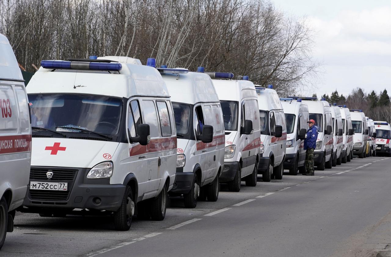 Ambulansekø i Khimki utenfor Moskva, Russland 11. april 2020. Foto: REUTERS/Tatyana Makeyeva
