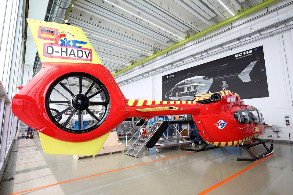 Stiftelsen Norsk Luftambulanse får levert det første helikopteret av den nye modellen H145 fra Airbus. Foto: Airbus Helicopters