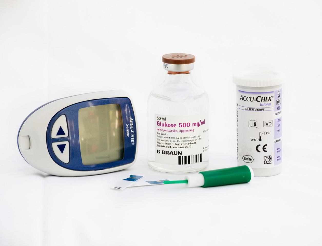 Testing av blodsukker / glukose. Fra ambulanse i 2009. Foto: Therese B. Kirkesæther